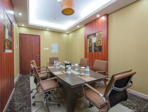 Al Farej Hotel, Hotely  Dubaj - big - 16
