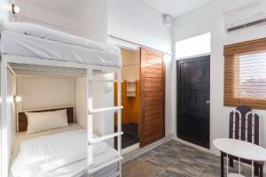 Dvoulůžkový pokoj s oddělenými postelemi a balkónem