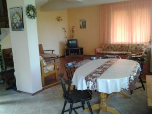 Sunny Day Vacation Home, Holiday homes  St. St. Constantine and Helena - big - 6