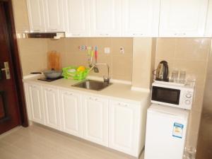 Dalian Xinshijia Ganghui Service Apartment, Апартаменты  Далянь - big - 20