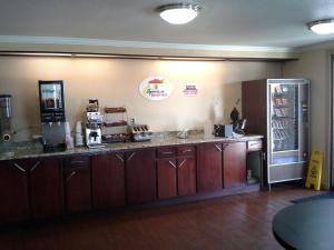 Travelodge Tulsa, Hotely  Tulsa - big - 11