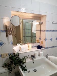 Ai Propilei Central Rooms, Vendégházak  Bergamo - big - 17