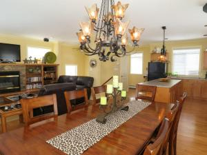 GoldStar - 4 Bed / 4 Bath Home, Nyaralók  Silver Star - big - 13