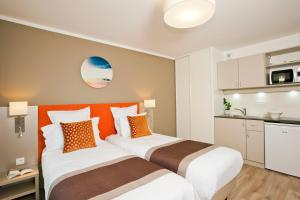 Studio with Double Bed or Twin Beds