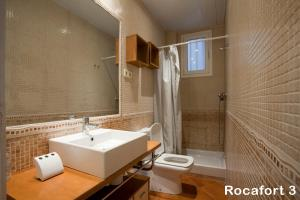 Four-Bedroom Apartment - Calle Rocafort 111