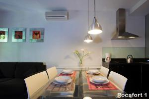 Two-Bedroom Apartment - Calle Rocafort 113