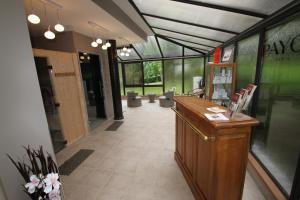 Hostellerie de la Vieille Ferme, Отели  Криэль-сюр-Мер - big - 57