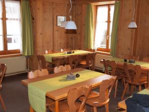 Gasthaus zur Traube, Gasthäuser  Jenins - big - 16