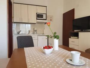 Rooms & Apartments Villa Anka, Апартаменты  Тучепи - big - 64