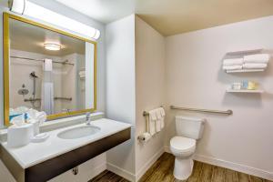 Chambre 2 Lits Queen-Size avec Douche Accessible en Fauteuil Roulant – Accessible aux Personnes à Mobilité Réduite – Non-Fumeurs