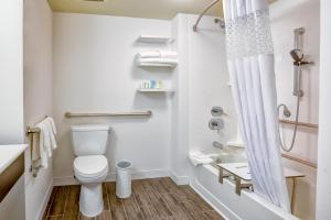 Chambre Lit Queen-Size avec Baignoire - Accessible aux Personnes à Mobilité Réduite/Non-Fumeurs