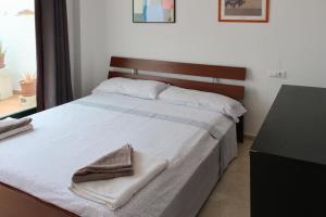 Apartment Calle Colmenar, Apartments  Estepona - big - 91