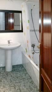 Apartment Calle Colmenar, Apartments  Estepona - big - 86