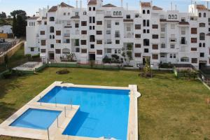 Apartment Calle Colmenar, Apartments  Estepona - big - 103