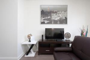 2 Bedroom Fully Furnished Apartment in Berendo Street