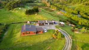 Kiwi Cabin and Homestay at Koru