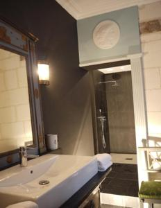 La Closerie Saint Jacques, Bed & Breakfasts  Loches - big - 6