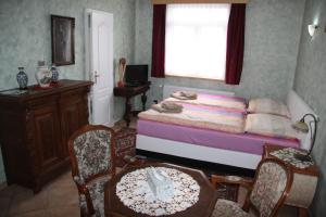 Villa Anastazis - Penzion Eden, Guest houses  Karlovy Vary - big - 39