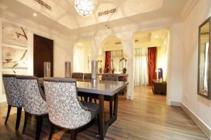 Signature Holiday Homes - Souk Al Bahar - Dubai