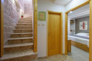 Villa Kudelik - Stone Story, Bed and breakfasts  Trogir - big - 68
