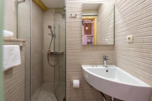 Villa Kudelik - Stone Story, Bed and breakfasts  Trogir - big - 71