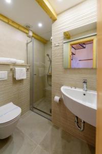 Villa Kudelik - Stone Story, Bed and breakfasts  Trogir - big - 72