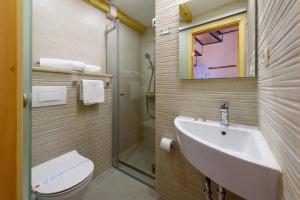 Villa Kudelik - Stone Story, Bed and breakfasts  Trogir - big - 73