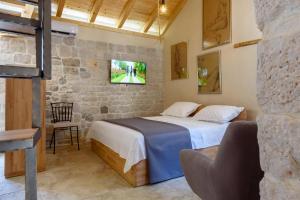 Villa Kudelik - Stone Story, Bed and breakfasts  Trogir - big - 79