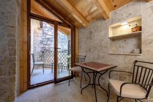 Villa Kudelik - Stone Story, Bed and breakfasts  Trogir - big - 81