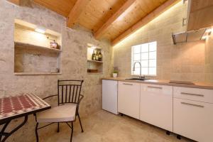 Villa Kudelik - Stone Story, Bed and breakfasts  Trogir - big - 82
