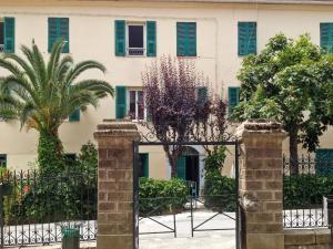 Apartment place de la Mairie, Apartments  Venaco - big - 1