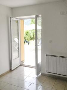 Apartment place de la Mairie, Apartments  Venaco - big - 6