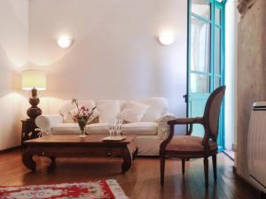 Apartment place de la Mairie, Apartments  Venaco - big - 10