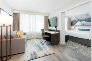 Urban King Suite with Sofa Bed and City View