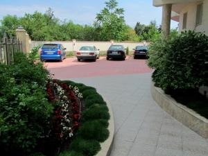 Family Hotel Adena, Hotely  Chernomorets - big - 36
