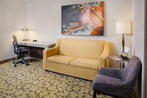 One-Bedroom King Suite with Twin Sofa Bed