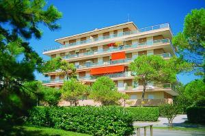 Lignano Pineta with air conditioning&washing machi - AbcAlberghi.com