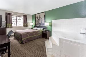 Queen Suite with Spa Bath - Non-Smoking