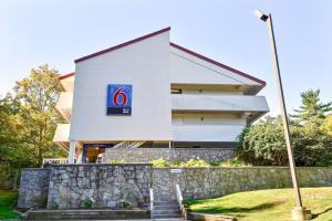 Motel 6 Nashua South
