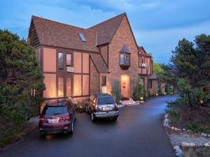 Tudor Rose B&B and Chalets, Гостевые дома  Salida - big - 1
