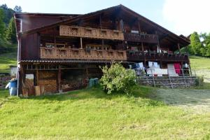Ferienhaus Wang, Apartments  Beatenberg - big - 54