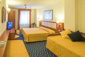Hotel Benaco, Szállodák  Nago-Torbole - big - 59
