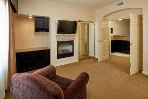 One-Bedroom King Suite with Roll-In Shower - Non-Smoking