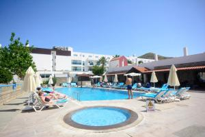 Tiana Beach Resort, Hotels  Turgutreis - big - 39