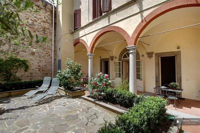 Superb 3 bedroom Apartment in Florence (FC8327)