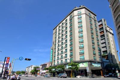 Azure Hotel(藍天麗池飯店)