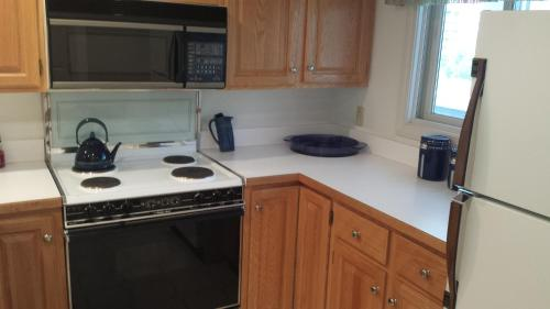 Lovely Townhouse With Views - Lincoln, NH 03251