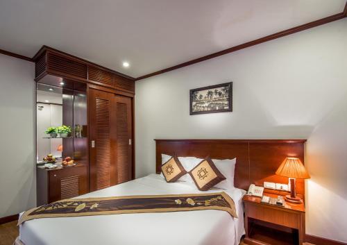 May De Ville Legend Hotel photo 1