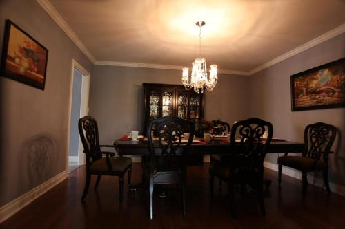 Charlottetown House Bed & Breakfast - Niagara On The Lake, ON L0S 1J0