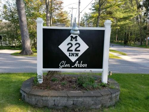 The M-22 Inn Glen Arbor Photo